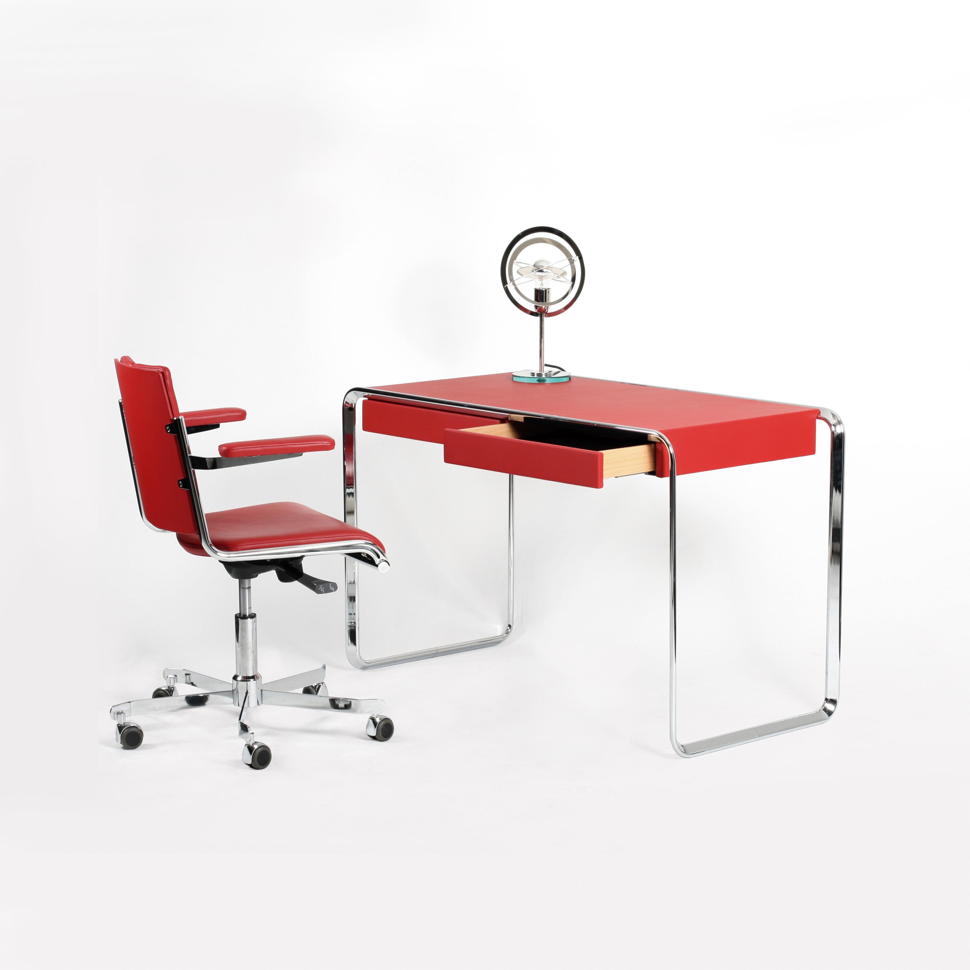 Schreibtisch tecta oblique kinku for Schreibtisch rot lack